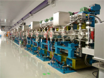 The 8-GeV electron linac (left) and the in-vacuum undulator of the X-ray free electron laser (XFEL) at the SPring-8 facility in Japan