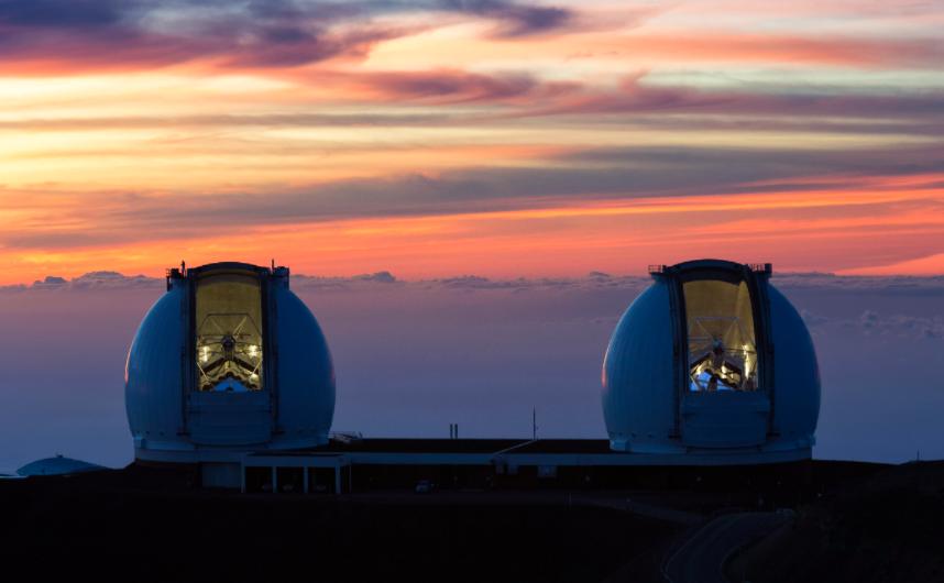 The Keck interferometer on top of Mauna Kea (Hawaii, USA). ©Ethan Tweedie.